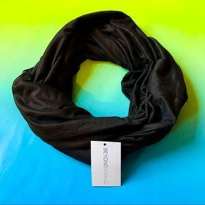 NWT Beyond Yoga Black Hidden Pocket Infinity Scarf